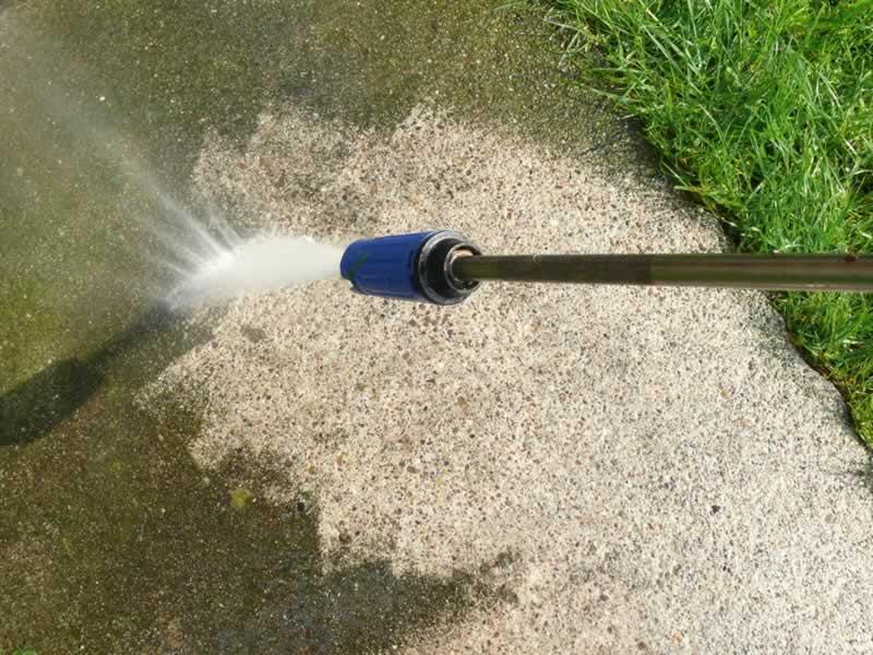 pressure-washing-really-dirty-footpath.jpg